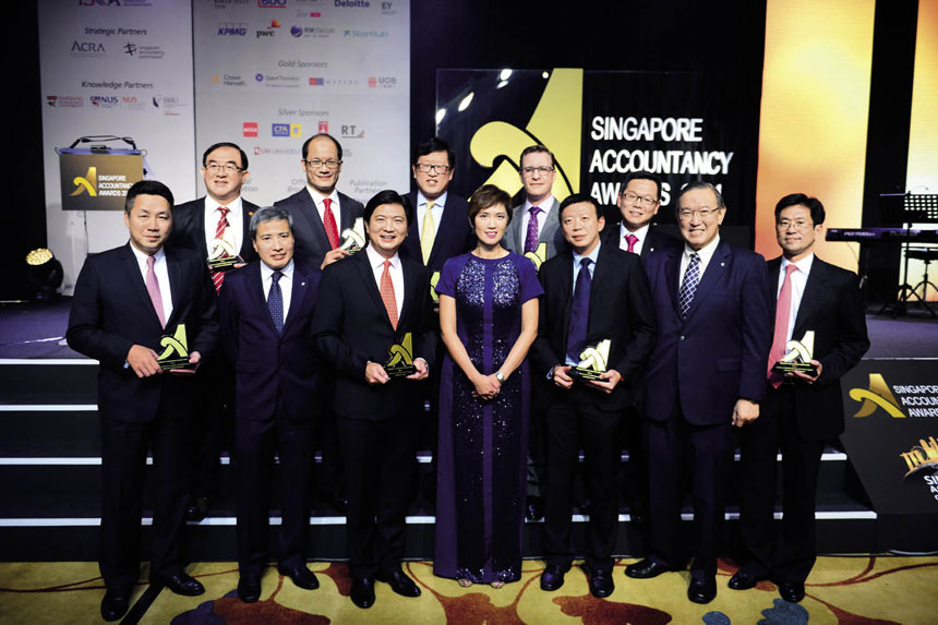 Winners of the Business Excellence Awards, posing with Mrs Josephine Teo, Senior Minister of State for Finance and Transport, Mr Gerard Ee, President of ISCA, and Mr Lee Fook Chiew, Chief Executive Officer of ISCA